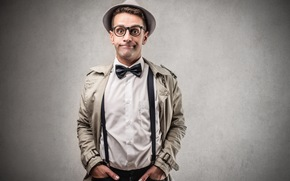 Мужчины: пальто, подтяжки, бабочка, мужчина, шляпа, очки