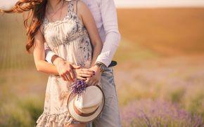 Настроения: любовь, размытие, часы, настроения, полноэкранные, девушка, поле, парочка, платье, парень, обои, фон, цветы, женщина, широкоэкранные, широкоформатные, теплота, пара, цветочки, шляпа, цветочек, мужчина, объятие