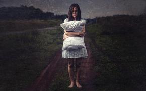Ситуации: поле, девушка, фильтры, подушка, обработка, фото
