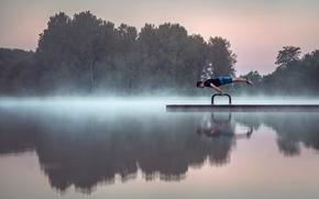 Мужчины: озеро, гимнаст, утро