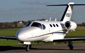 Авиация: лёгкий самолёт деловой авиации, двухмоторный, американский, турбовентиляторный