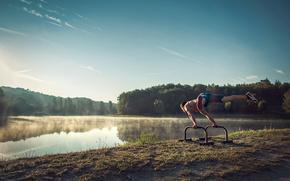 Мужчины: спортсмен, утро, озеро, туман