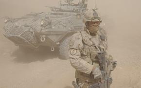 Мужчины: буря, бронеавтомобиль, экипировка, оружие, солдат