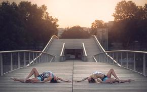 Ситуации: гимнастки, мост, грация, костюмы, город