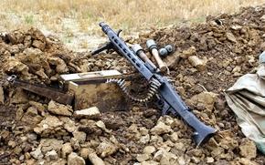 Оружие: пулемёт, оружие, ящик, гранаты, патронная лента