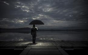 Настроения: причал, ожидание, зонт, мужчина