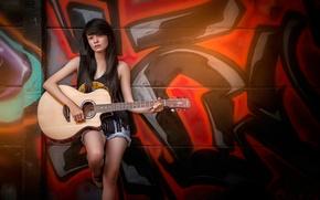 Музыка: стена, граффити, гитаристка, гитара