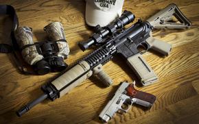Оружие: оружие, штурмовая винтовка, бинокль, пистолет