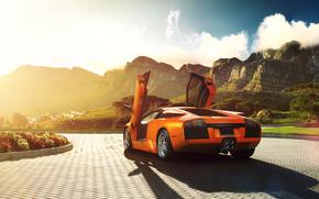 Машины: ламбо двери, брусчатка, ламборджини, оранжевый, солнце, мурселаго, блик, Lamborghini, цветы, ламборгини, горы, открытые двери