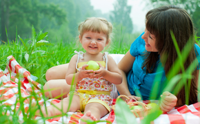 Девушки: baby and mother, picnic, smiling