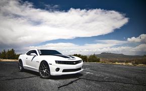 Машины: chevrolet, camaro ss, white, шевроле, камаро, белый, горы, облака