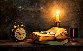 Стиль: Time to turn in, часы, старые книги, свеча