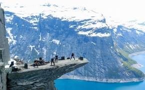 Музыка: Trolltunga, Skjeggedal, Lake Ringedalsvatnet, Odda, Norway, Язык Тролля, гора Скьеггедаль, озеро Рингедалсватн, Одда, Норвегия, группа, концерт, горы, высота, озеро