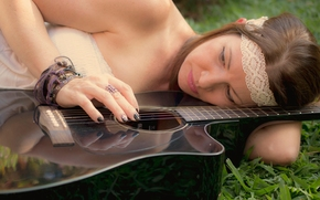 Музыка: девушка, гитара, настроение