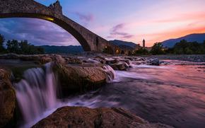 �������: Ponte Gobbo, Humpback bridge, Trebbia River, Bobbio, Italy, ���� �����, ���� �������, ������, ������, ����, ����, �����