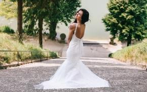 Девушки: Aurela Skandaj, свадебное платье, платье, декольте, настроение, лестница