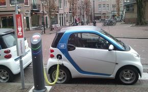 Машины: Электромобиль, Смарт, маленький, Другие марки, белый, зарядка, электричество, Амстердам