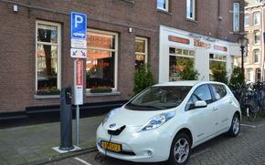 Машины: Электромобиль, Ниссан, белый, зарядка, технологии, Амстердам