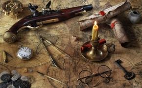 Разное: пистоль, карты, свеча, очки, часы, циркуль, ключ, компас, монеты