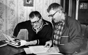 Разное: Стругацкие, Аркадий, Борис, писатели, писатель, фантастика, литература, СССР, интерьер, печатная, машинка, читает, очки
