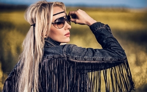 Стиль: модель, хиппи, поза, джинсовка, волосы, очки