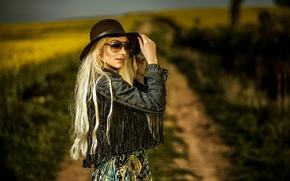 Стиль: девушка, модель, джинсовка, шляпа, очки