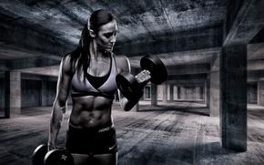 Спорт: девушка, атлет, качок, гантели