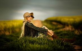 Стиль: девушка, модель, поза, джинсовка, шляпа, очки, стиль, поле
