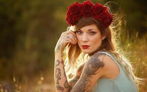Настроения: девушка, модель, венок, розы, цветы, пирсинг, тату, каляки-маляки, взгляд, настроение