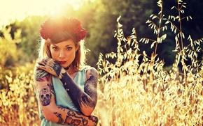Настроения: Refen Doe, девушка, модель, венок, розы, цветы, тату, взгляд, настроение, трава