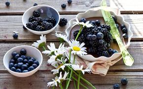 Разное: пирог, ягоды, ежевика, голубика, ромашки, цветы, нож