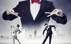 Ситуации: кукловод, люди, представление, театр, марионетка, манипуляция, костюм, пиджак, город, небоскрёбы, асфальт