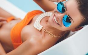 Настроения: девушка, модель, бикини, купальник, ожерелье, очки, улыбка, зубы, настроение