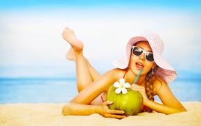 Настроения: девушка, настроение, шляпа, очки, кокос, напиток, цветок, море, песок, пляж, лето