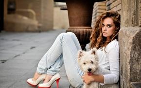 Настроения: Tamara Martin Velilla, Вест-хайленд-уайт-терьер, собака, джинсы, туфли, каблуки, взгляд, настроение