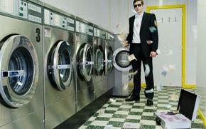 Ситуации: Деньги, евро, стиральная, машина, мафия, коррупция, чемодан, кейс, очки, костюм, ситуация