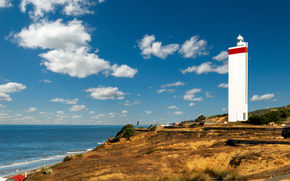 Разное: маяк, побережье, облака