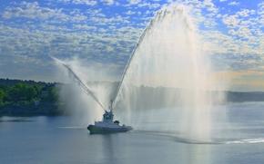 Корабли: Stockholm, Sweden, Стокгольм, Швеция, буксир, водомёты, салют, фонтан, порт