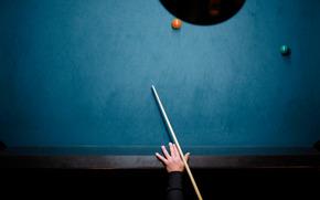 Минимализм: бильярд, бильярдный стол, кий, рука