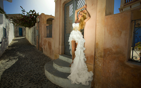 Стиль: модель, поза, платье, ступени, улочка, переулок, настроение, стиль