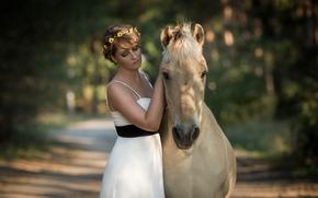 Настроения: девушка, платье, венок, лошадь, конь, друзья, настроение