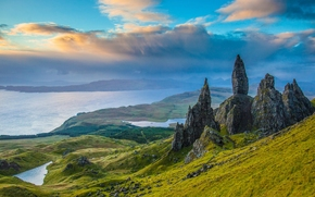 Пейзажи: Old Man of Storr, Isle of Skye, Scotland, Скала Олд-Мен-оф-Сторр, остров Скай, Шотландия, скалы, долина, озёра, панорама