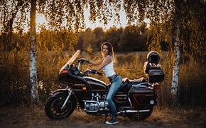Стиль: девушка, джинсы, мотоцикл, Honda, берёзы, деревья, стиль