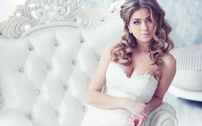 Стиль: невеста, платье, декольте, локоны, взгляд