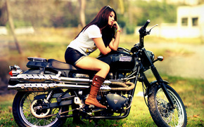 Стиль: девушка, шорты, сапоги, мотоцикл, байк, Triumph, Triumph Scrambler, Triumph Scrambler 900