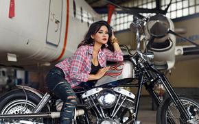 Стиль: девушка, азиатка, рубашка, джинсы, рваные, самолёт, мотоцикл, байк, ангар