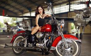 Стиль: девушка, азиатка, самолёт, мотоцикл, байк, Harley-Davidson, ангар