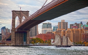 Город: Brooklyn Bridge, East River, Manhattan, New York City, Бруклинский мост, Ист-Ривер, Манхэттен, Нью-Йорк, мост, пролив, здания, парусник