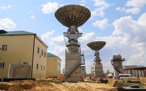 Космос: Космодром, Восточный, Комплекс измерительных средств космодрома, дома, небо, стройка, песок, Россия, Роскосмос