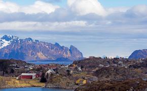 Обои Пейзажи: Эрсвогвер, Нурланн, Норвегия, ?rsv?gv?r, Nordland, Norwegen, горы, фьорды, облака, океан, дома, весна, май, пейзаж